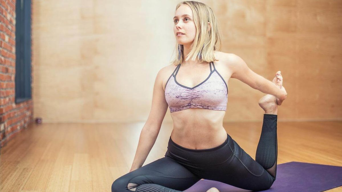 Jaką matę treningową wybrać? Mata do ćwiczeń i mata do jogi