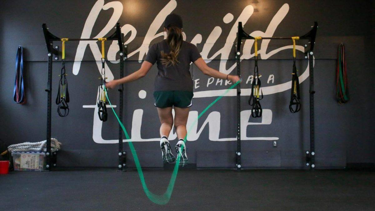 Skakanka – jaką wybrać i kupić? Wybieramy najlepszą skakankę do ćwiczeń