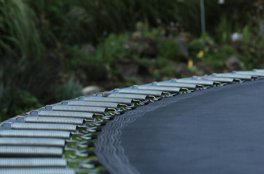 Jaką trampolinę wybrać? Trampolina fitness i trampolina dla dzieci do ogrodu