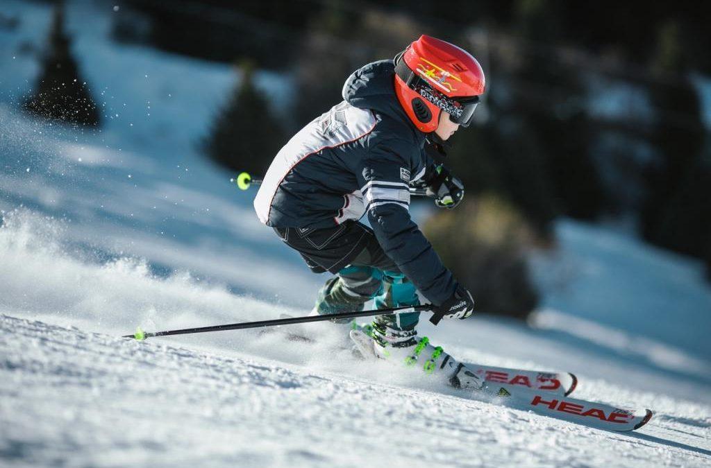 Jaki kask narciarski kupić? Wybieramy kask narciarski damski, męski, oraz dziecięcy kask narciarski