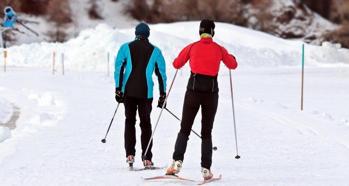 Jak dobrać kije narciarskie? Wybieramy najlepsze kijki narciarskie zjazdowe, oraz biegowe