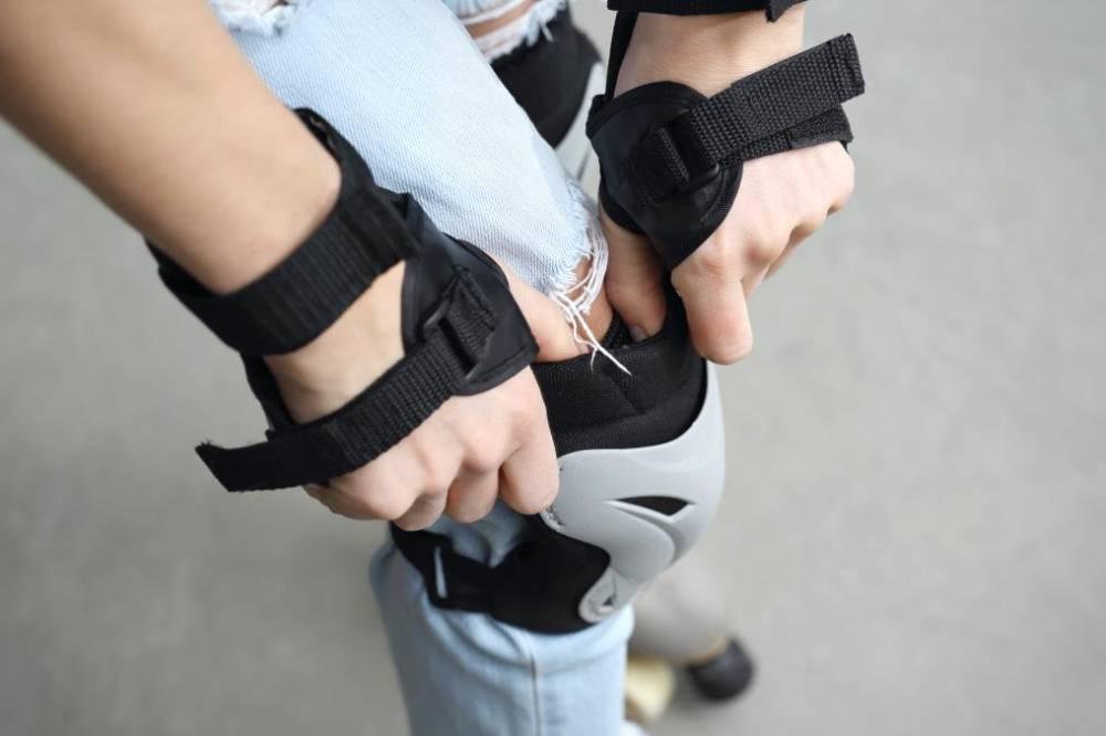 Ochraniacze na rolki – jakie kupić? Wybieramy ochraniacze na kolana i nadgarstki